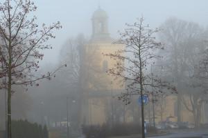 Västerhaninge kyrka en dimmig höstdag i november
